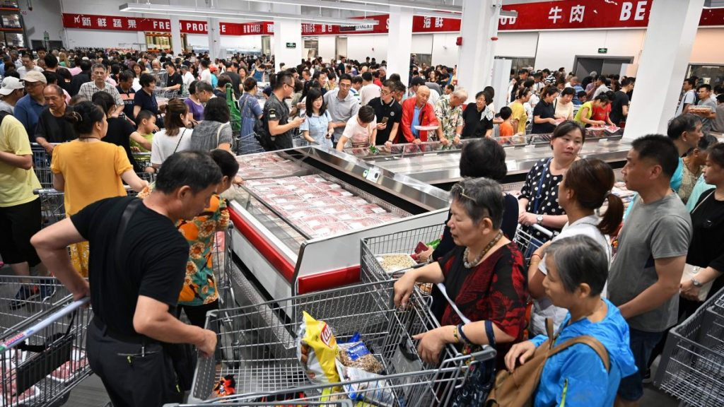 Costco China bombarded with huge crowds upon debut