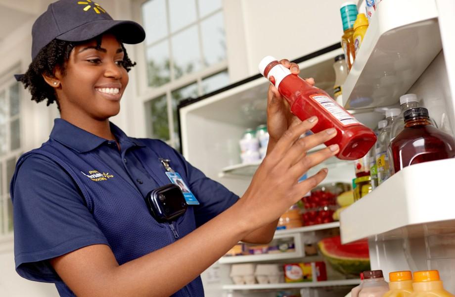 U.S.: Walmart to start delivering groceries into your fridge