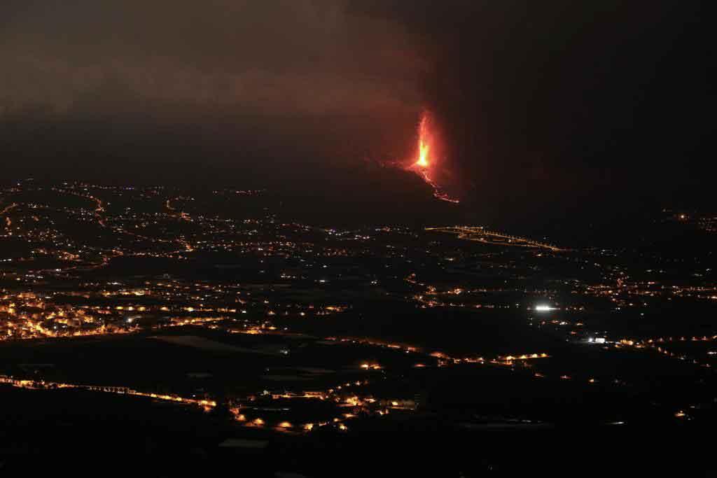 Spanish volcano threatens Canary banana crops
